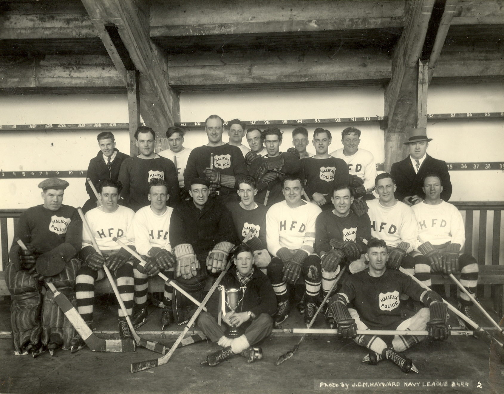 Black and white photograph of a hockey team